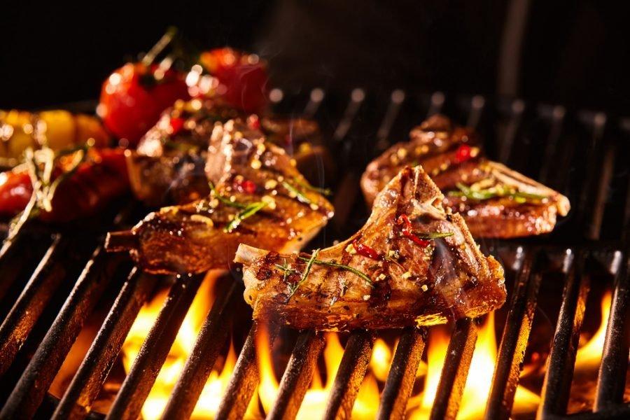Come scegliere la carne per barbecue a carbonella