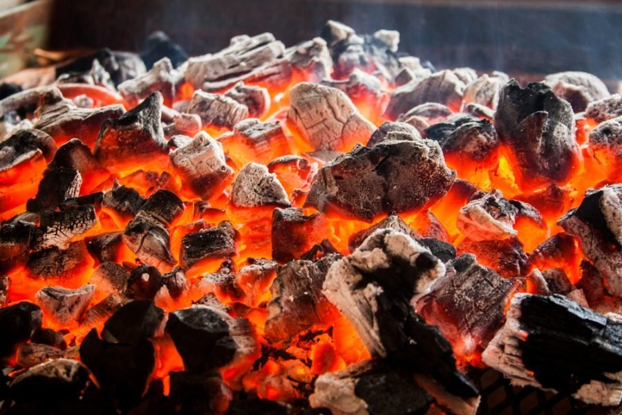 Carbone, barbecue a carbonella