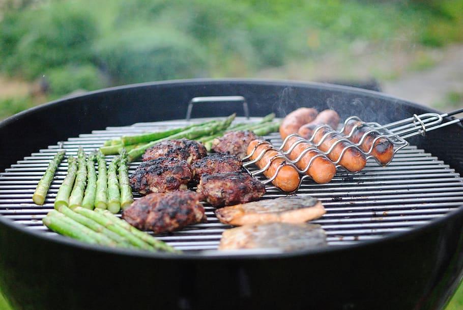 grilling hotdogs hamburger barbecue 🥓 Barbecue a Carbonella🍗 Barbecue portatile